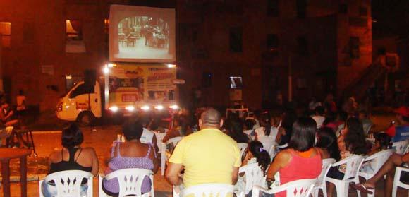 Rondinely Vieira abandonou o emprego em busca do sonho de levar cinema em um caminhão para a periferia de Belém (PA)