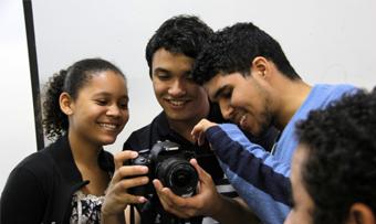 """O curta-metragem """"Aluguel de Chão"""" aborda realidade dos moradores de várias comunidades da Baixada Santista"""